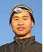 Felix Wong sur le dessus de la barre Volcan
