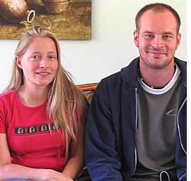 Martin Johansson avec son professeur d'espagnol Erica Tapia dans l'un de nos couloirs de l'école de langue